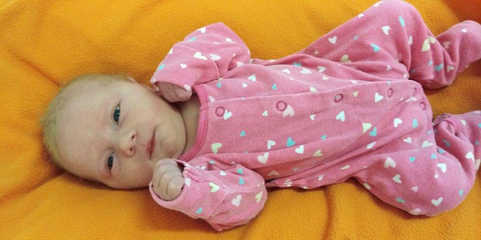 Ema Fejfarová přišla na svět 6. dubna 2021 v 10. 44 hodin v čáslavské porodnici. Vážila 3360 gramů a měřila 51 centimetrů. Domů do Bílého Podolí si ji odvezli maminka Denisa a tatínek Jakub.