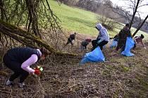 Dobrovolníci uklízeli o víkendu kolem Štěpánovského potoka.