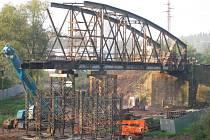 Železniční most v Týnci 19. září.