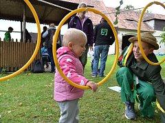 Různorodé soutěže pobavily děti na farní zahradě.