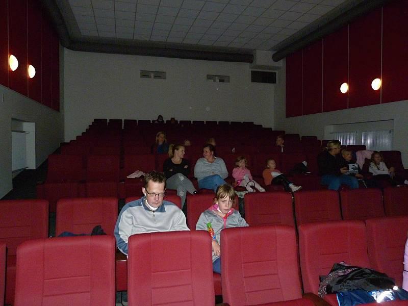 Z promítání animované pohádky Yakari ve votickém kině.
