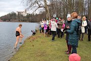 Novoroční běh a plavání otužilců se konaly v konopišťském zámeckém parku.