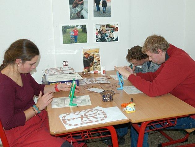 V praktické škole učí děti věcem, které se jim v životě hodí.