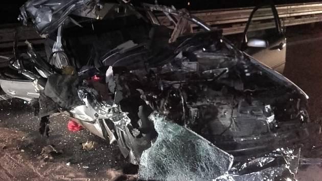 Dopravní nehoda osobního a nákladního automobilu na dálnici D1.