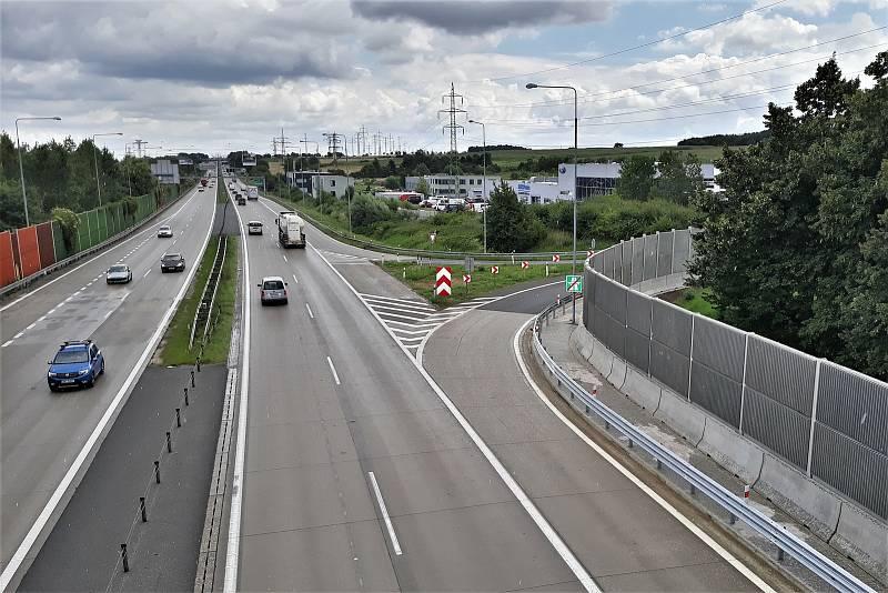 Protihluková stěna podél dálnice D1.