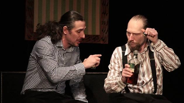 Pátá Noc divadel v Benešově se konala v sobotu 16. listopadu. Pořadatelské Komorní studio Áčko přispělo komedií Teta pana Charleyho.