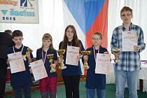 Vlašimští medailisté. Zleva Richard Mládek, Petra Píšová, Nela Pýchová, Jakub Voříšek a Jiří Rýdl.