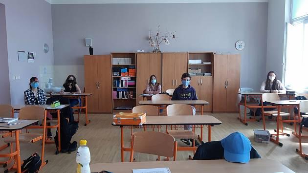 Žáci 9. třídy ZŠ Jiráskova Benešov psali v rámci projektu Staň se novinářem na téma Můj život před karanténou a dnes a Koronavirus v médiích.
