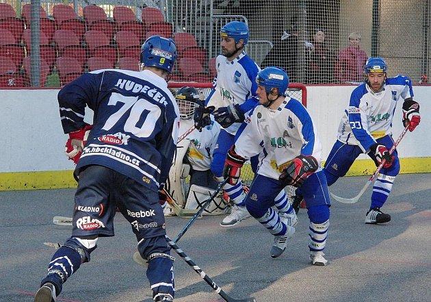 Třetí čtvrtfinálový zápas extraligy hokejbalu Vlašim - Alpiq Kladno 1:2.