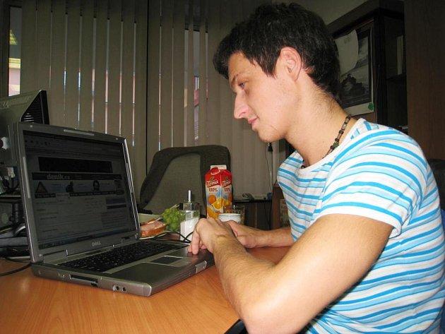 Pavel Sirotek při on-line rozhovoru v redakci Benešovského deníku