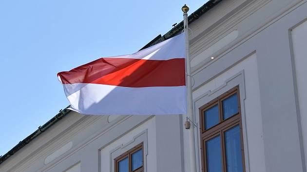 Historická běloruská vlajka. Ilustrační foto.