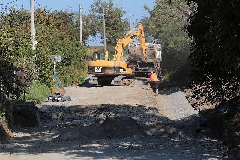 Rekonstrukce 400 metrů silnice II/114 u Stranného.
