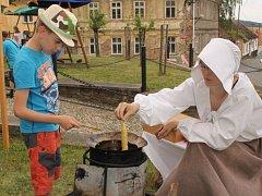 Ševcovský staročeský jarmark nabídl návštěvníkům zábavu, hry, muziku i různorodou nabídku stánkařů a řemeslníků.