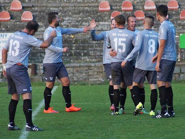 Votická radost po parádním gólu Michala Budila.