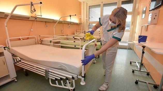 Dezinfekce covidových stanic. Ilustrační foto.