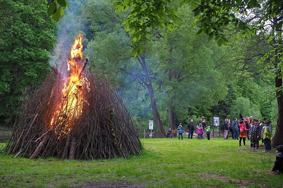 Čarodějnickou akci uspořádali v tábořišti U Hrocha v pátek 28. května v Sázavě.
