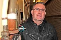 Sládek a výrobní ředitel Pivovaru Ferdinand Benešov Jaroslav Lebeda v ležáckém sklepě.