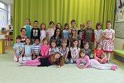 Třída Slůňata a učitelky Alena Rosolová a Lenka Lapáčková v Mateřské škole v Bystřici.