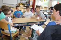 Druháci a třetáci soutěžili v týmech ve znalosti bezpečného jednání.