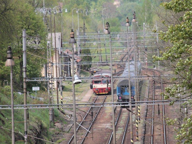 Střezimíř - pro křižování vlaků má stanice tři dopravní koleje.