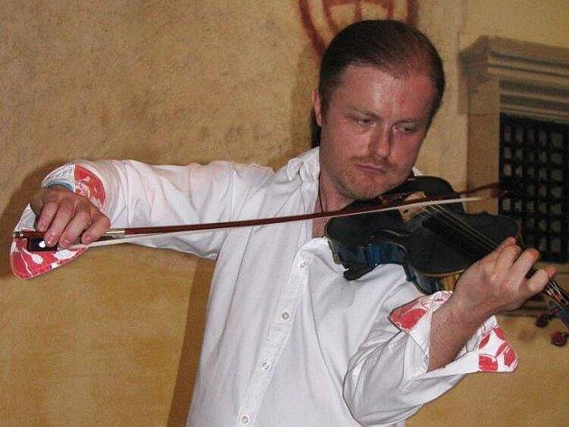 V kostele sv. Jakuba a Filipa zahrál houslový virtuos Pavel Šporcl