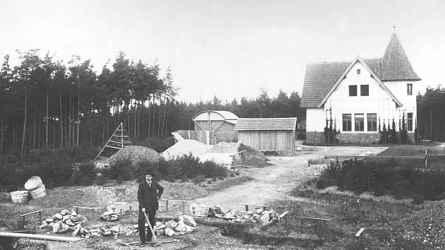 Josef Jan Frič na místě budoucí Centrální kopule.
