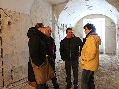 Další kontrolní den rekonstrukce votického kláštera.