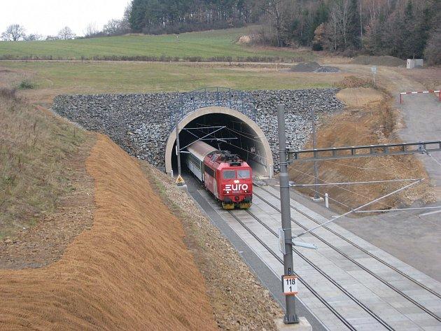 Jeden z prvních vlaků na koridoru mezi Benešovem a Voticemi, kde rychlíky pojedou až 140 km/h.