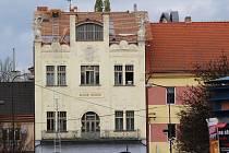 Střecha benešovského muzea není hotová ani téměř měsíc po termínu.