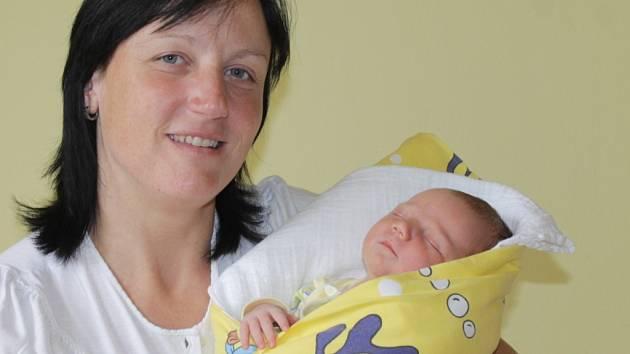 Malá Eliška se narodila Evě Děťátkovské a Ladislavu Horákovi 3. srpna v 11.06. Při příchodu na tento svět vážila 3,81 kilogramu a měřila 52 centimetry. Doma v Radvanicích má sestřičku Nelu (7).