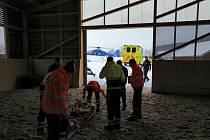 Otřes mozku s krátkodobým bezvědomím a tržnou ránu na hlavě utrpěl ve středu 9. ledna 2019 muž, kterého kůň kopl poblíž Čerčan. Do motolské nemocnice byl přepraven letecky.