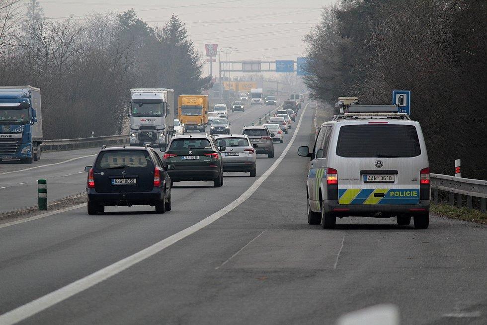 Policejní hlídka odjížděla ve středu 3. března 2021 ze svého stanoviště poblíž Tužinky.