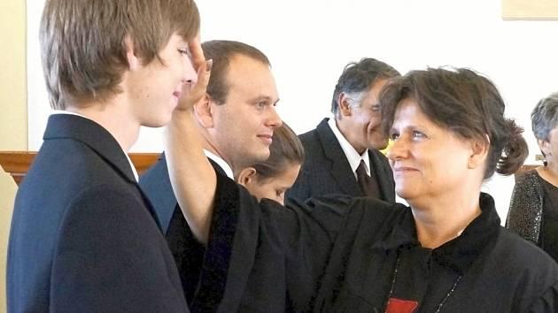 Duchovní Ondřejka Brabcová studovala zdravotnictví a sociální práce včetně základů pedagogiky.