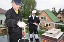 Kontrola komínů stojí sice několik stovek korun, ale za bezpečí to rozhodně stojí.