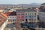 Benešov při pohledu ze střechy kostela sv. Anny - radnice.