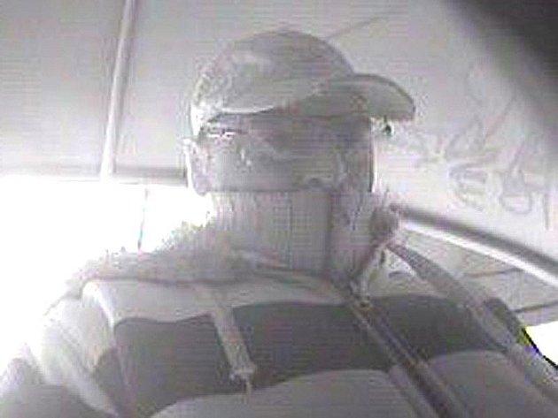 Pravděpodobný pachatel krádeže při výběru peněz z bankomatu v Táboře.