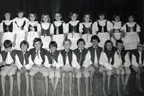 Taneční soubor při II. Základní devítileté škole  v Týnci nad Sázavou.