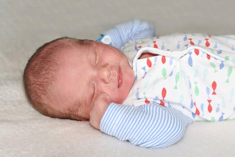 Tobiáš Jiskra se narodil 14. července 2021 v Příbrami. Vážil 3820g a měřil 52cm. Doma v Mokrovratech ho přivítali maminka Kristýna, tatínek Marek a dvouletý Kubíček.