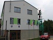 Celé léto dělníci pracovali, aby obecní dům v Ratměřicích vypadal jako nový.