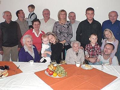 Rodina Františky Havlové při oslavě jejích stých narozenin.