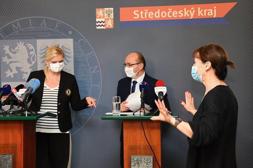 Z tiskové konference po jednání středočeského krizového štábu.