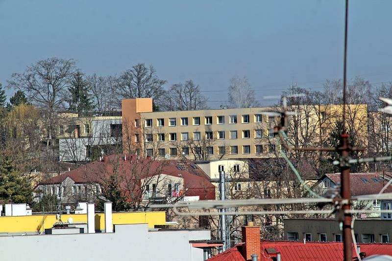 Benešov při pohledu ze střechy kostela sv. Anny - Nemocnice Rudolfa a Stefanie.