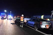Dálnici D1 na Benešovsku obousměrně uzavřela hromadná nehoda