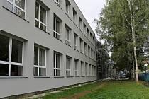 Největší benešovská škola v Dukelské ulici.