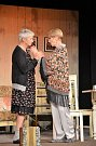 Divadelní představení o dvou rozdílných sestrách odehrály známé české herečky.