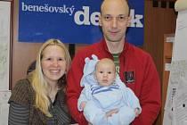 Malý Jonáš Kamarýt se svými rodiči v redakci Benešovského deníku.