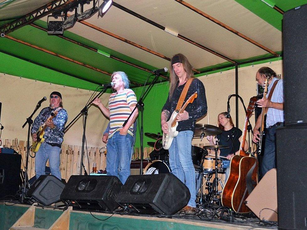 Naposledy bar Na Koupáku ve Vlašimi navštívila kapela Krausberry.