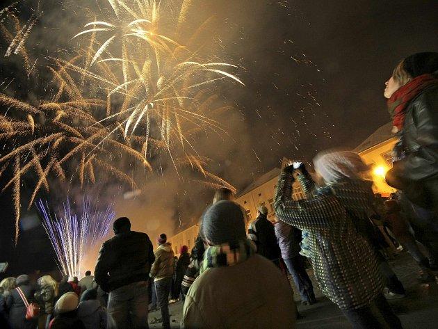 Ohňostroje nějvětší města na Benešovsku na silvestra nechystají.