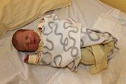 S váhou 2820 gramů a mírou 48 centimetrů se 9. května v 11.01 narodila Karolína Pechová. Její rodiče, Kristýna Vaňáčová a Patrik Pech, si svou prvorozenou dcerku odvezou do Křivsoudova.
