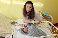 Manželé Veronika a Jan Pilátovi jsou od 6. května rodiče malého Jakuba. Ten se narodil ve 2.15, kdy měl 2 680 gramů a 48 centimetrů. Doma v Benešově na Kubíka čekala sestřička Monička (3).